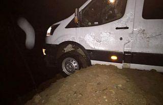 İşçi servisi kaza yaptı: 2 yaralı