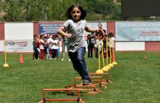 Gümüşhane Yeni Şehir Stadyumunda Çocuk Oyunları...