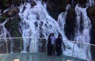 Arap turistler akın akın Tomara Şelalesine geliyor...