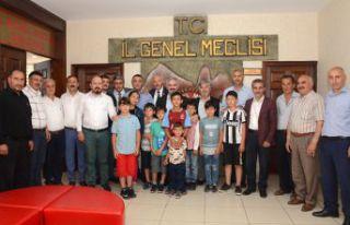 Çocuklar futbol sahası için İl Genel Meclisini...