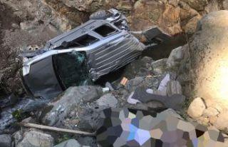 Kürtün'de araç dereye uçtu: 1 ölü