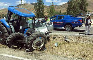 Gümüşhane'de iki ayrı trafik kazasında 5 kişi...