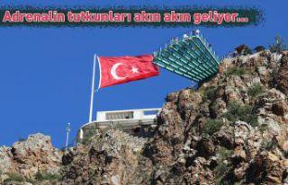 Adrenalin tutkunları Torul Kalesi Cam Seyir terasına...