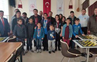 Cumhuriyet Kupası satranç turnuvası düzenlendi