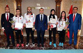 Vali Taşbilek'ten dünya şampiyonlarına altın