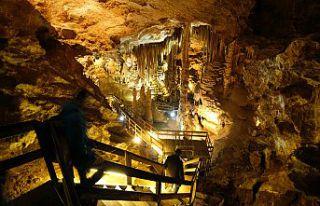 Yer altındaki gizemli dünyayı 120 bin kişi ziyaret...
