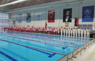 Gümüşhane'de okullar arası yüzme il birinciliği...