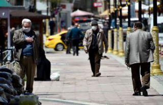 Gümüşhane'de 65 yaş üzeri vatandaşlar çarşıya...