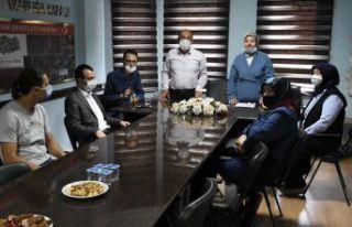 AK Partili kadınlardan 'Bir Kap Su, Bir Kap Mama'...