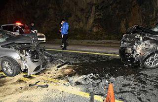 Zigana dağında otomobiller kafa kafaya çarpıştı:...