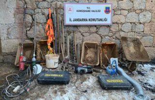 Gümüşhane'de Jandarma ekipleri definecilere suçüstü...