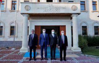 Rektör Zeybek'ten Türkmen'e hayırlı olsun...