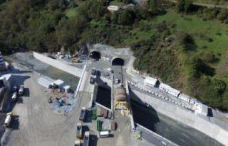 Yeni Zigana Tüneli'nde kazı işlemlerinin yüzde...