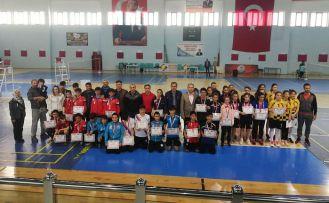 Badminton grup müsabakaları tamamlandı