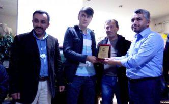 Bursa Günyüzü-Üçtaş Köyü Derneğinden Şayık'a plaket