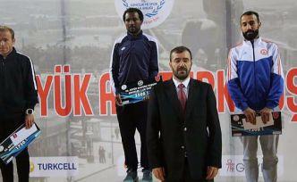 Büyük Atatürk Koşusunda da en hızlı Türk oldu