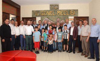 Çocuklar futbol sahası için İl Genel Meclisini ziyaret etti