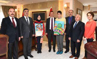 Resim yarışmasında dereceye giren öğrenciler ödüllerini aldı