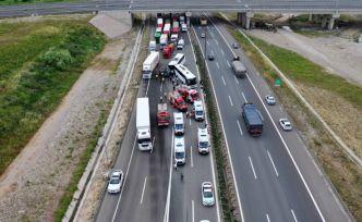 TEM'de iki yolcu otobüsü birbirine girdi: 8 yaralı