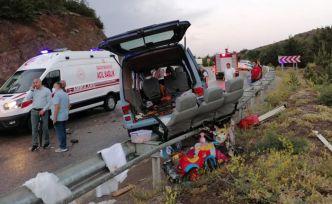 Gümüşhane'de tırın kayan dorsesi minibüse çarptı: 7 yaralı