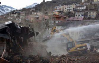 Gümüşhane'de metruk binaların yıkımını tamamladı