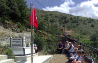 Eğitimciler, şehit öğretmeni mezarı başında andı
