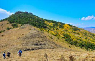 Gümüşhaneli dağcılardan bol zirveli yürüyüş