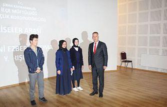 Şiran'da liseler arası Çanakkale şehitlerine şiirini ezbere okuma yarışması yapıldı