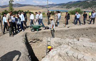 Vali Taşbilek Satala Antik Kentindeki kazı çalışmasını inceledi