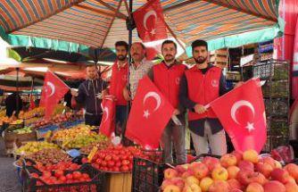 Gönüllü gençlerden 'Barış Pınarı Harekatına' bayraklı destek