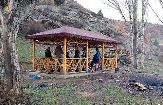 Gümüşhane'de piknik yasağına uymayan 7 kişiye 2 bin 700 lira para cezası