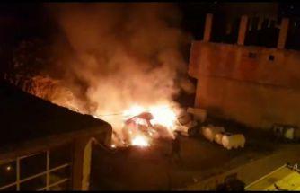 Kürtün'de hurda otomobiller cayır cayır yandı