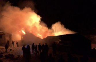 Kürtün'de çıkan yangında ev, ahır ve samanlık küle döndü