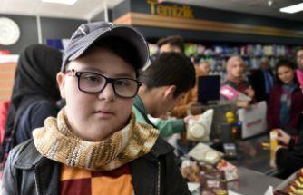 Gümüşhane'de özel öğrenciler alışverişe çıktı