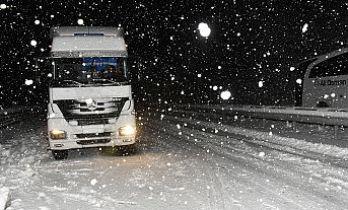 Zigana geçidinde kar yağışı ve tipi etkili oluyor