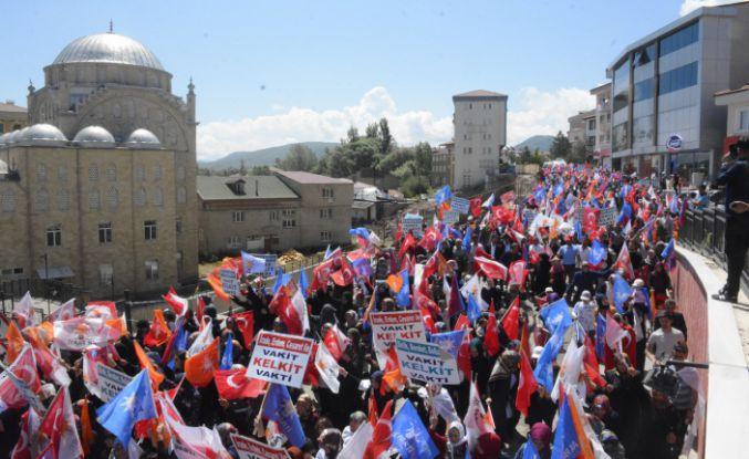 AK Parti'nin Kelkit'teki yürüyüşü dev mitinge dönüştü