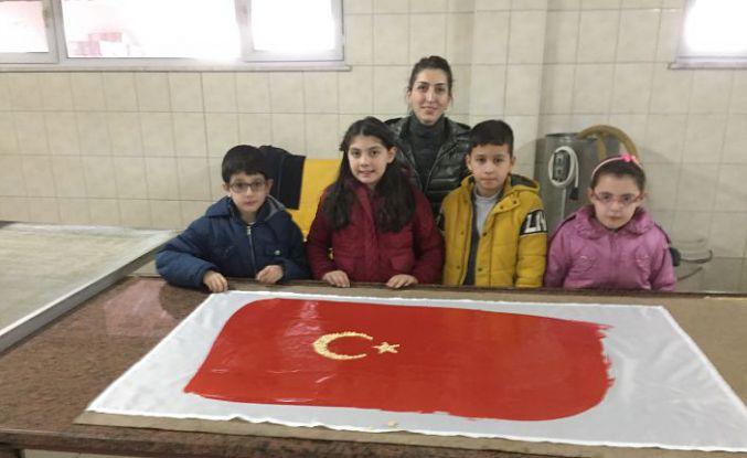 Kuşburnu pestilinden Türk bayrağı tasarladılar