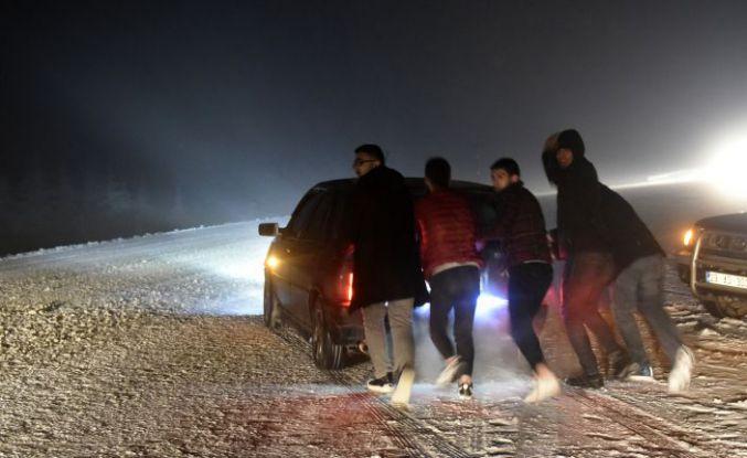Kar yağışı Zigana dağı geçidinde ulaşımı aksattı