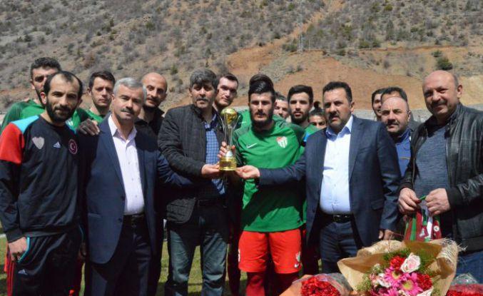 Torul Belediyespor Kupasına Kavuştu