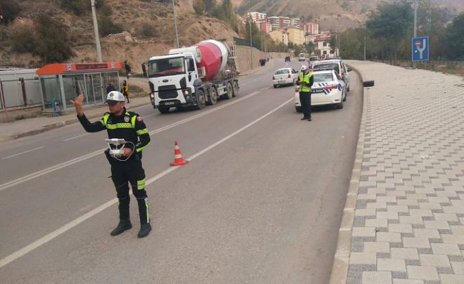 Gümüşhane'de 22 sürücüye 'kırmızı ışık' cezası kesildi