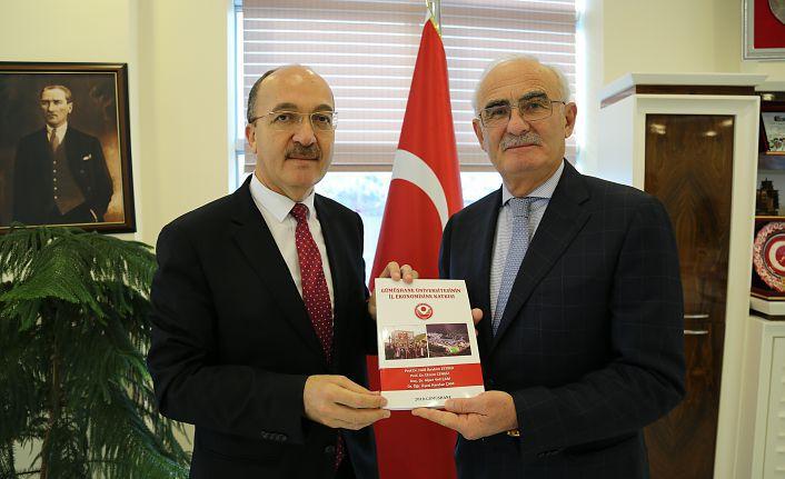 Yusuf Ziya Yılmaz'den Rektör Zeybek'e ziyaret