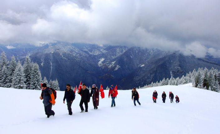 Gümüşhaneli dağcılar Çanakkale şehitleri için yürüdü