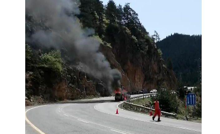 Zigana'da korkutan araç yangını
