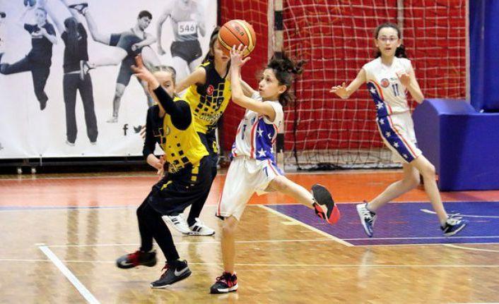 Basketbol Yarı Final Müsabakaları Gümüşhane'de