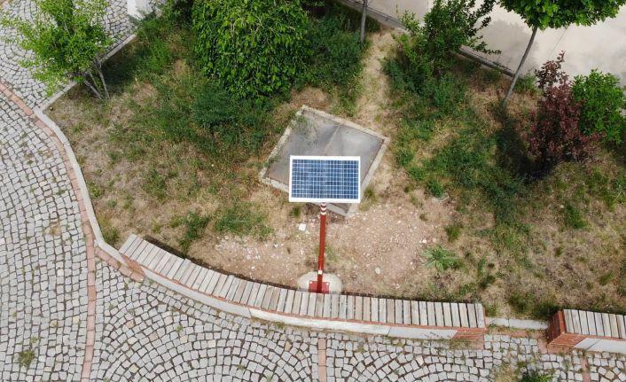 Güneş enerjili mobil şarj sistemi kampüs alanına yerleştirildi