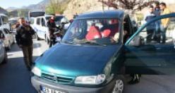 Ehliyetsiz sürücü polisten kaçtı kaza yaptı: 5 yaralı