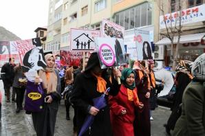 Gümüşhane'de kadınlar gününde sessiz yürüyüş