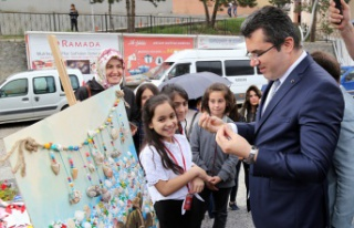 Bahçeşehir Kolejinden 'Neşeli Renkler' sergisi