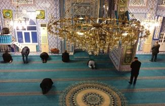 Gümüşhane'de camilerde cemaatsiz namaz kılındı