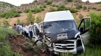 İnşşat işçilerini taşıyan minibüs kaza yaptı: 7 yaralı